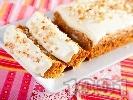 Рецепта Морковен кейк / сладкиш с бяла глазура от крем сирене и сметана